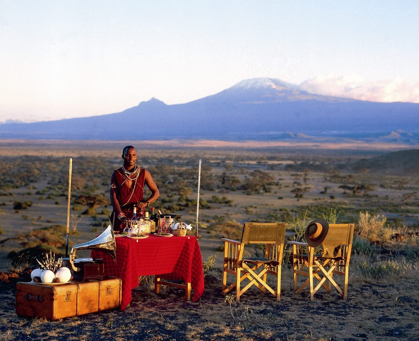Tortilis Camp - Sundowners in front of Kilimanjaro1